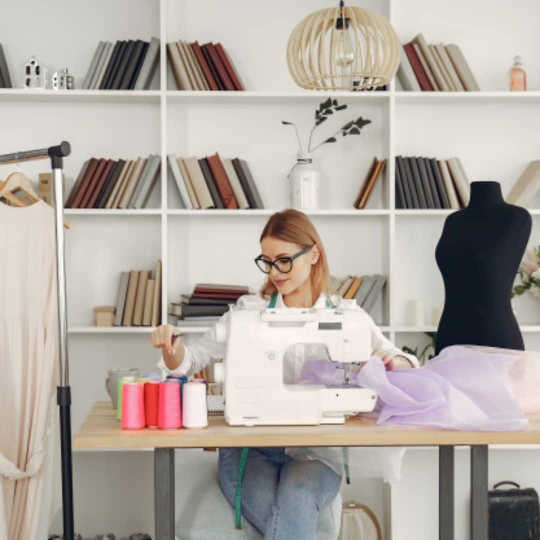 Las mejores marcas y modelos de máquinas de coser domesticas e industriales en quito ecuador. Somos La Bobina Corp desde el año 1990.